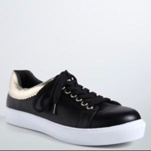 ❤️TORRID FAUX LEATHER LACE UP SNEAKER ~ 9